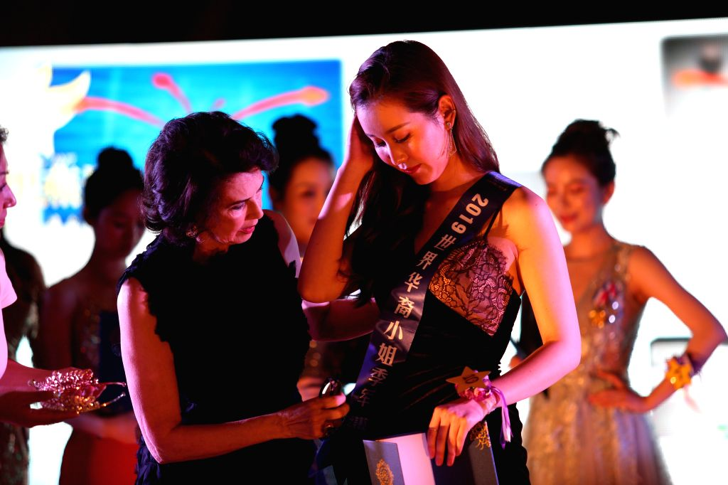 NEW YORK, July 15, 2019 - Dayle Haddon (L, front), judge of the 2019 Miss China International Contest (North America), presents award for the third-place winner Wang Jiali in New York, the United ...