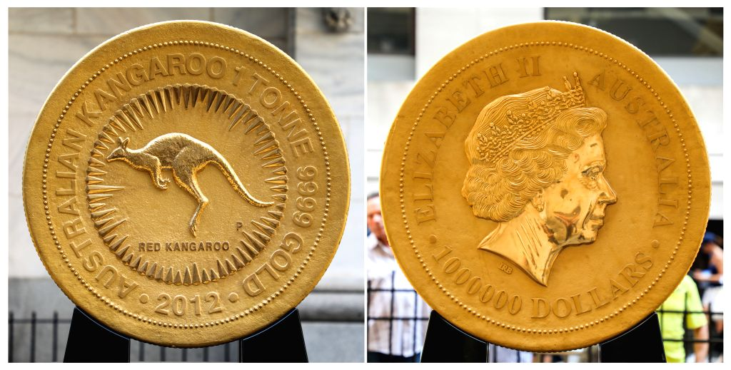 NEW YORK, July 16, 2019 - The combo photo taken on July 16, 2019 shows the two sides of a gold coin in front of the New York Stock Exchange in New York, the United States. The colossal one tonne gold ...