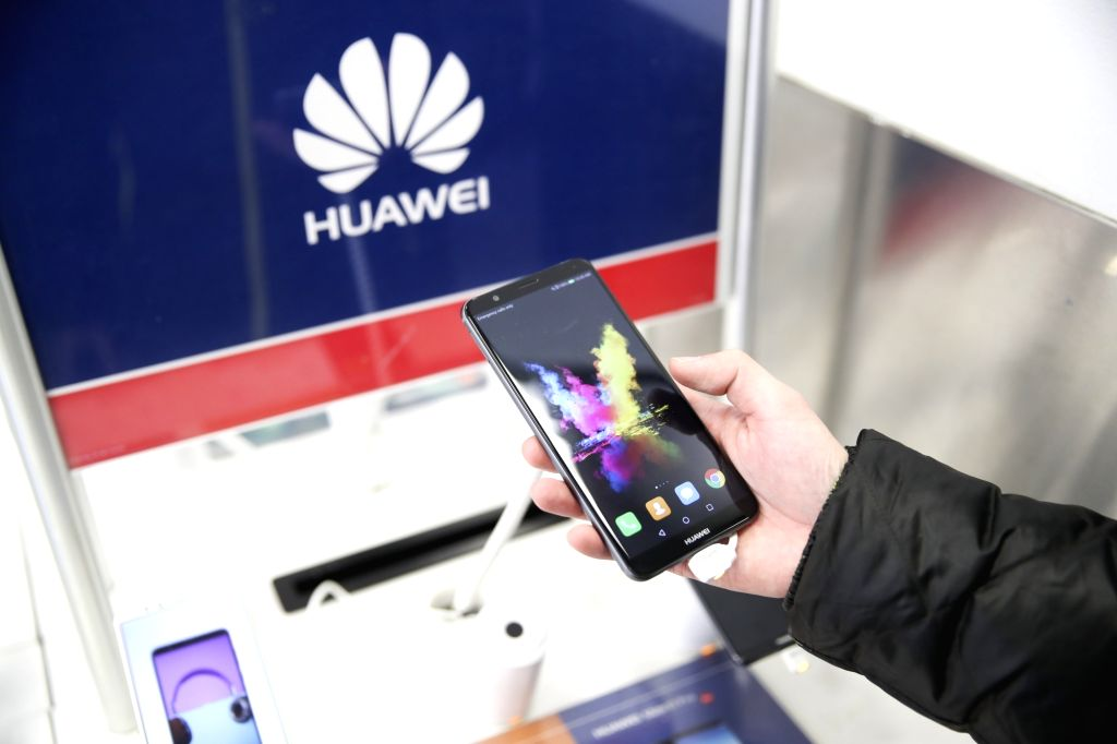 NEW YORK, March 22, 2018 (Xinhua) -- A man tries a mobile phone made in China at a Best Buy store in New York, the United States, on March 22, 2018. Despite strong warnings from business groups and trade experts, U.S. President Donald Trump on Thursd