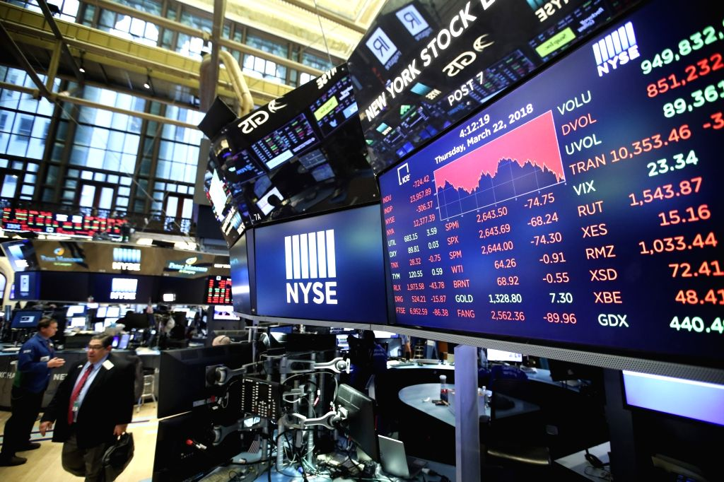 NEW YORK, March 22, 2018 (Xinhua) -- A screen shows the closing point of Dow Jones Industrial Average at the New York Stock Exchange in New York, the United States, March 22, 2018. U.S. stocks ended lower on Thursday, with the Dow plunging over 700 p