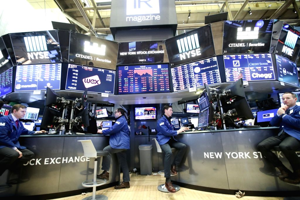 NEW YORK, March 22, 2018 (Xinhua) -- Traders work at the New York Stock Exchange in New York, the United States, March 22, 2018. U.S. stocks ended lower on Thursday, with the Dow plunging over 700 points, after the U.S. President Donald Trump announc