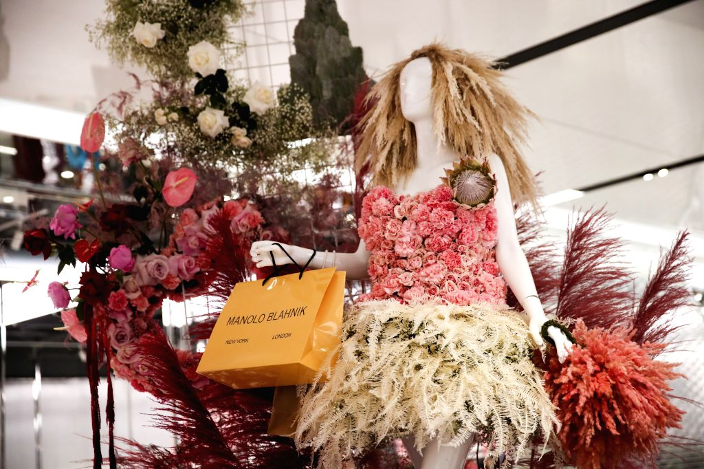 NEW YORK, Oct. 25, 2019 - A mannequin with fresh-floral fashion is seen at the Shops and Restaurants at Hudson Yards in New York, the United States, Oct. 25, 2019. A collection of 14 floral dressed ...