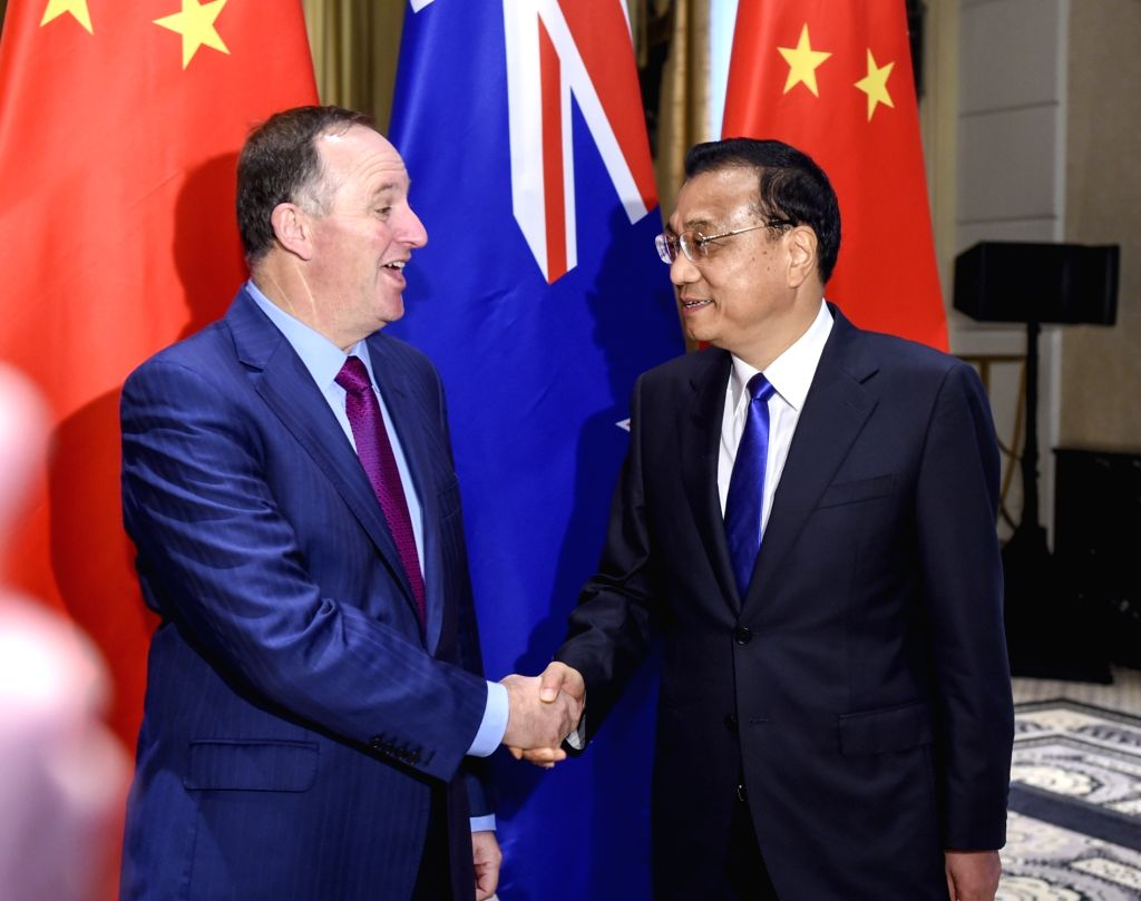NEW YORK, Sept. 19, 2016 - Chinese Premier Li Keqiang (R) meets with his New Zealand counterpart John Key in New York, Sept. 19, 2016.