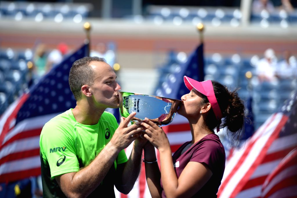 Sania Mirza of India (R) and Bruo Soares of Brazil kiss the trophy during the awarding ceremony after their Mixed Doubles Final match against Abigail Spears of the - Sania Mirza