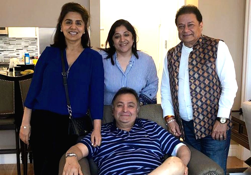 New York: Singer Anup Jalota visits actor Rishi Kapoor in New York where the actor is undergoing medical treatment since last year, on July 9, 2019. Rishi Kapoor on Tuesday night shared a photograph of himself with his wife Neetu Kapoor and Jalota. H - Rishi Kapoor and Neetu Kapoor