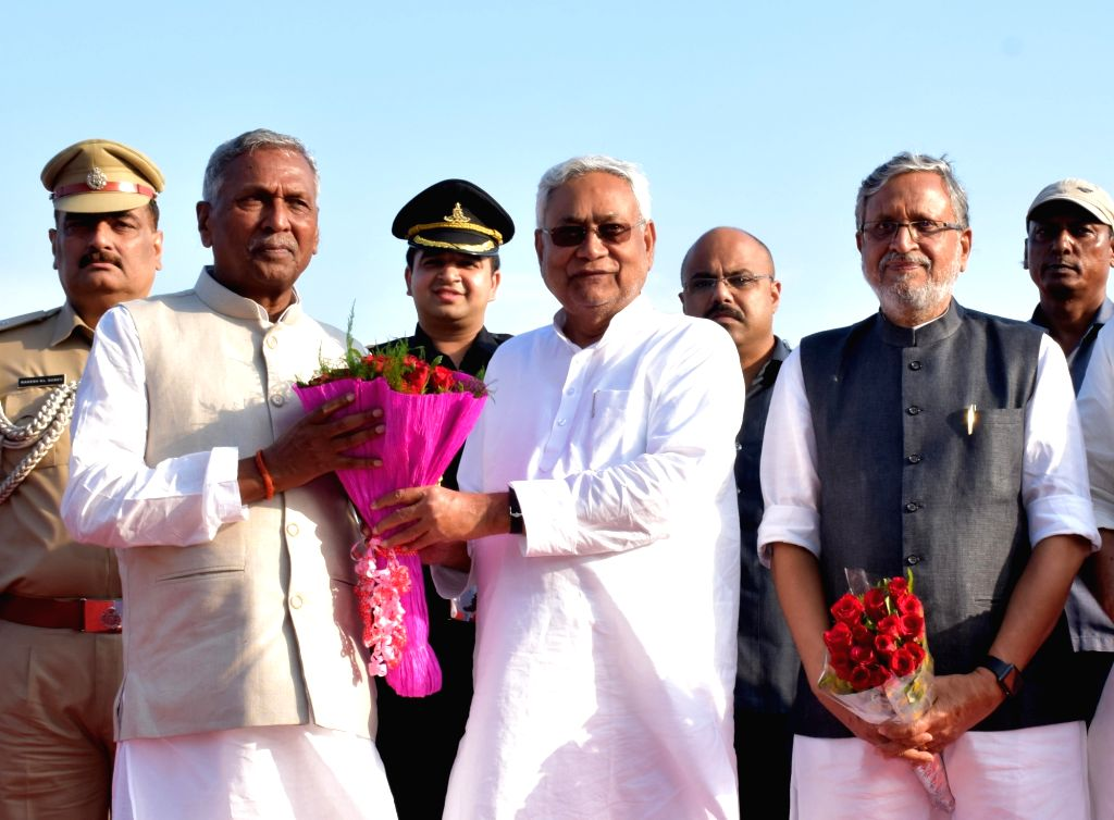 Newly appointed Bihar Governor Fagu Chauhan being received by Bihar Chief Minister Nitish Kumar and Deputy Chief Minister Sushil Kumar Modi at Patna Airport on July 28, 2019. - Nitish Kumar, Fagu Chauhan and Sushil Kumar Modi