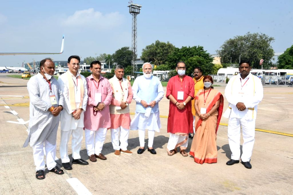 Newly appointed ministers of Yogi government welcomed the PM.