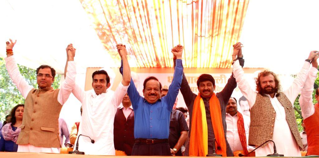 Newly elected BJP MPs from Delhi - Parvesh Verma (West Delhi), Gautam Gambhir (East Delhi), Harsh Vardhan (Chandni Chowk), Manoj Tiwari (North East Delhi) and Hans Raj Hans (North West Delhi) during ... - Parvesh Verma