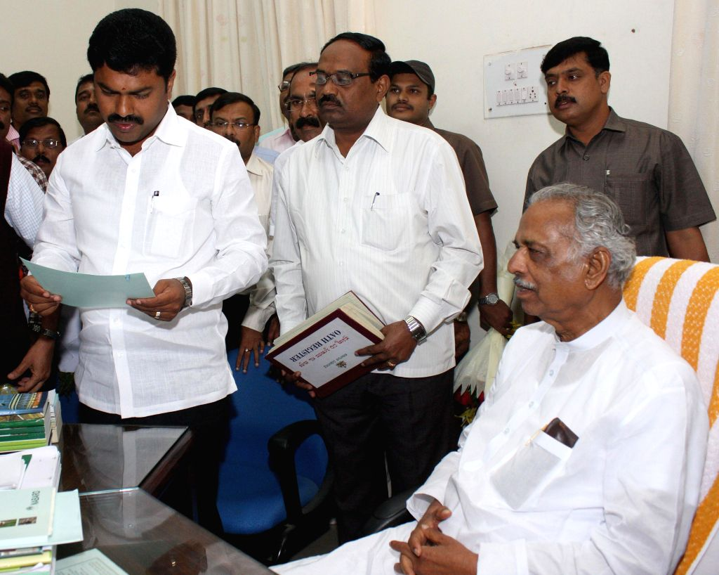 Newly elected Shikarpur legislator B. Y. Raghavendra takes oath in presence of Speaker Kagodu Thimmappa at Vidhana Soudha in Bangalore on Aug 28, 2014. - Kagodu Thimmappa