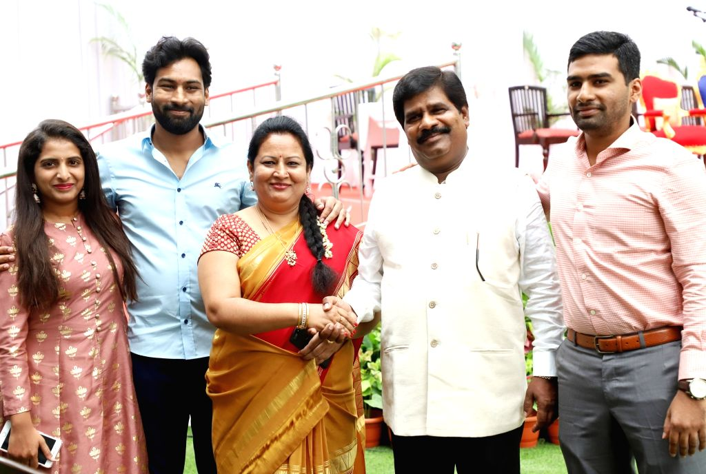 Newly inducted MLA R Shankar with his family members before the Cabinet expansion of Janata Dal-Secular (JD-S)-Congress coalition government at Raj Bhavan, in Bengaluru, on June 14, 2019.
