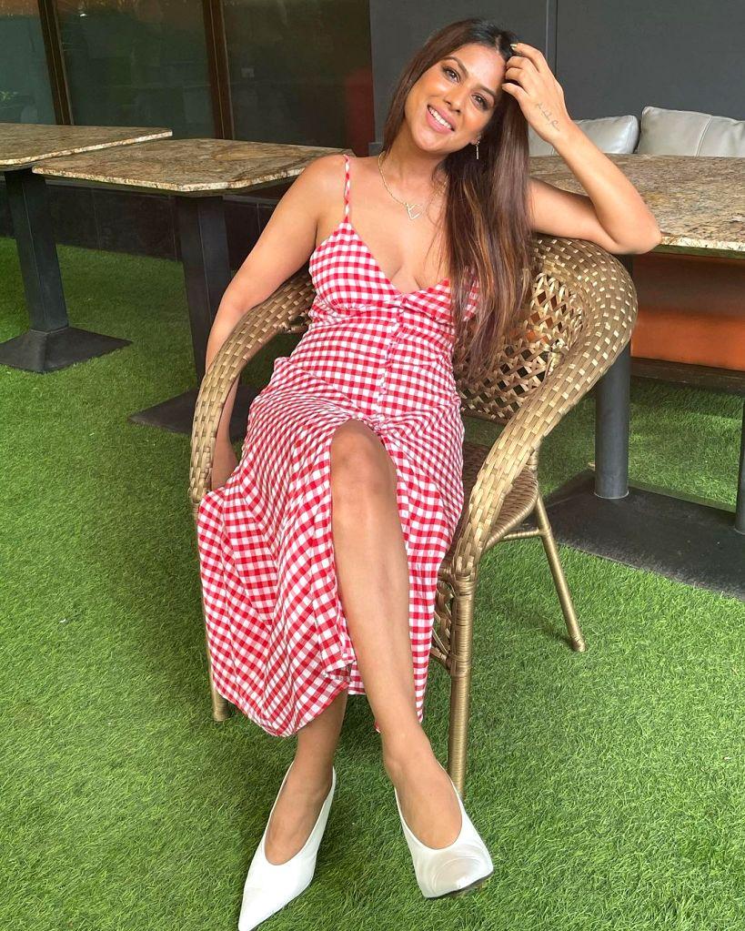 Nia Sharma shares her candy cane look - Nia Sharma