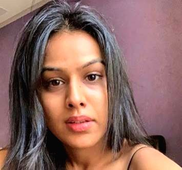 Nia Sharma: Those blessed with good looks don't click a lot of selfies. - Nia Sharma