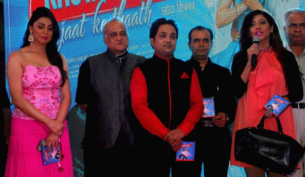 Nilofer, filmmaker T.P. Aggarwal, Aatri Kumar, Yogesh & Tina during the trailer and music launch of film Khota Sikka in Mumbai on Aug 31, 2014. - Aatri Kumar