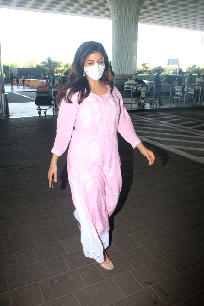 Nimrat Kaur Spotted at Airport Departure On Wednesday 31th March, 2021. - Nimrat Kaur Spotted