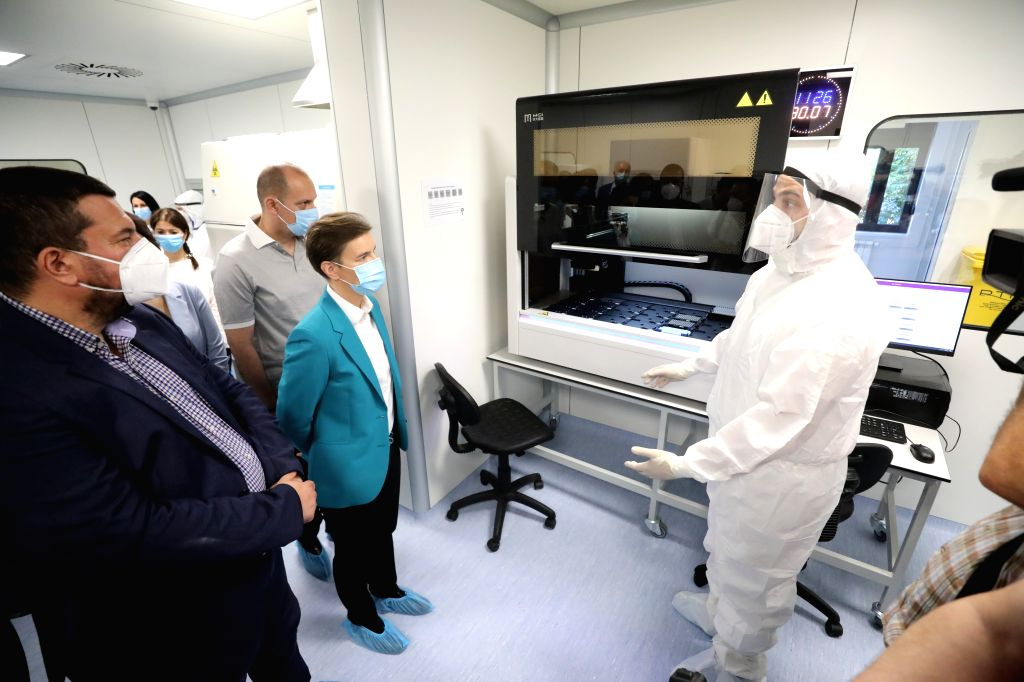 Nis (Serbia),, July 30, 2020 Serbian Prime Minister Ana Brnabic (2nd R) tours a new Fire Eye laboratory in Nis, southeastern Serbia, on July 30, 2020. The new Fire Eye laboratory for ... - Ana Brnabic