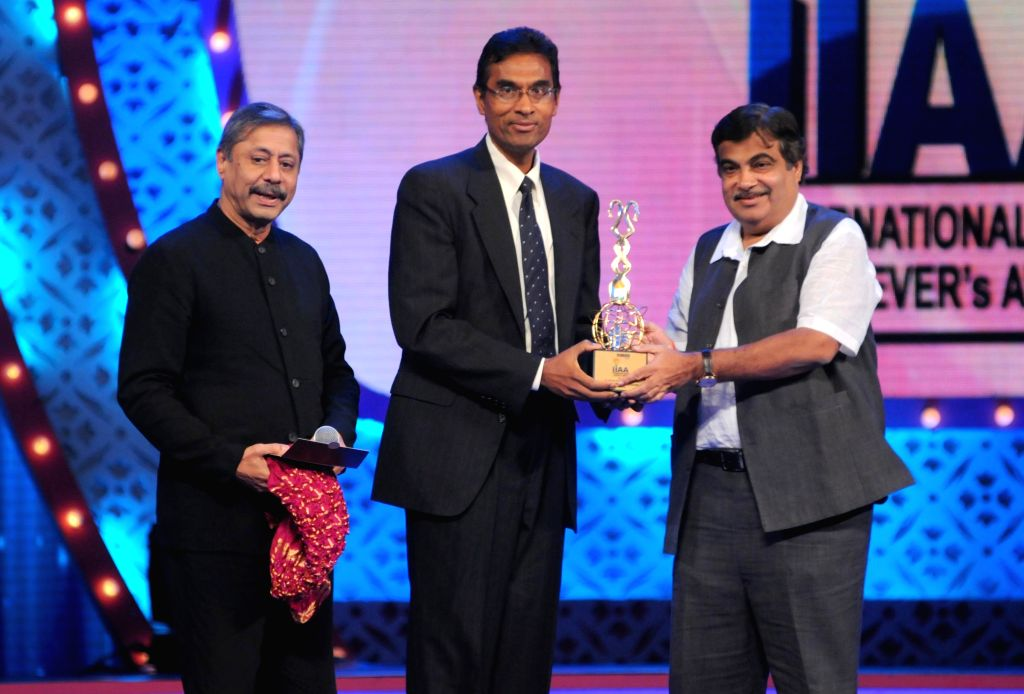 Nitin Ghadkari awarding Dr.Jeevanandam Valluvam during the International Indian Achiever`s Award 2014 presented by YES BANK in Mumbai on July 28, 2014.