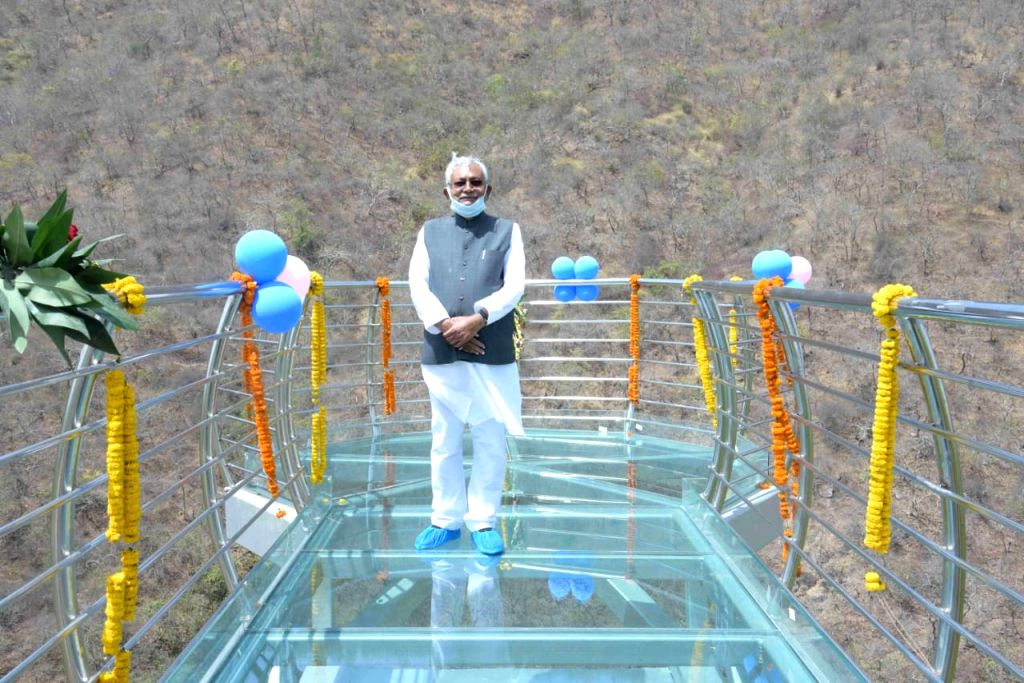 Nitish gave the gift of nature safari, said, 'Discussion of glass sky walk across the country'.