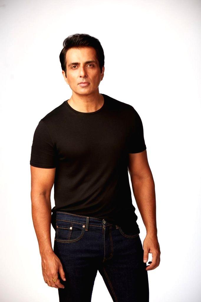 No plans to enter politics: Actor Sonu Sood. - Sonu Sood