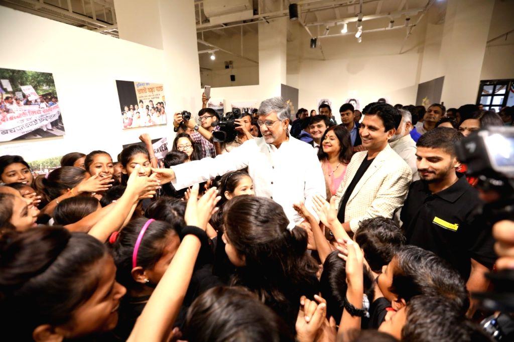 Nobel Laureate and children's rights activist Kailash Satyarthi, folk singer Malini Awasthi and Indian poet Kumar Vishwas at the inauguration of a week-long photo exhibition ???From ... - Kailash Satyarthi