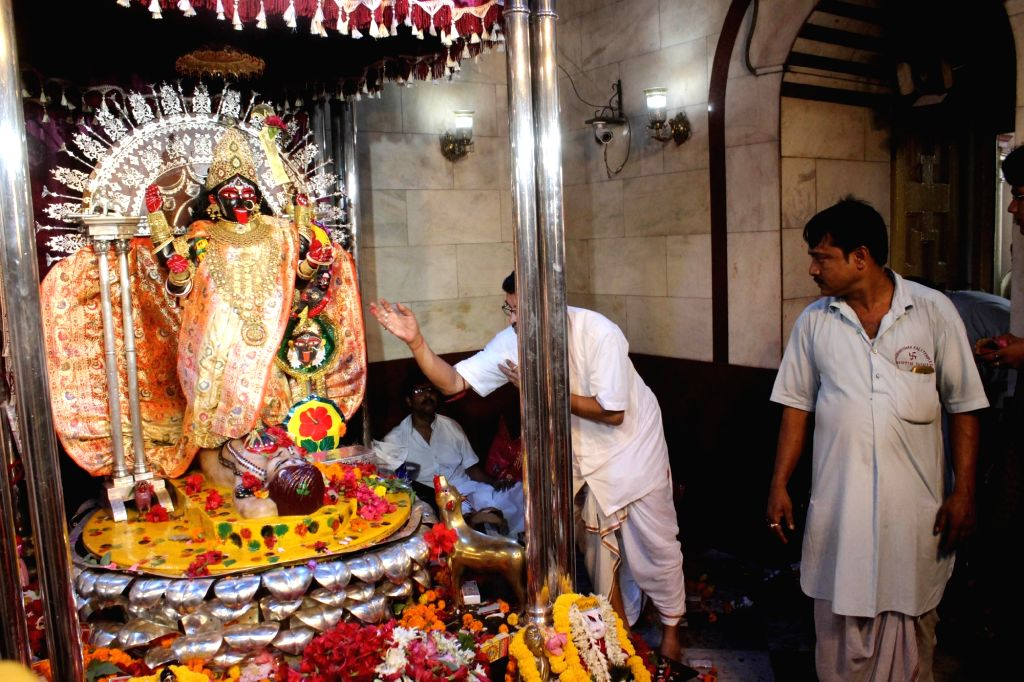 North 24 Pargana: Priests perform rituals at Dakshineswar Kali Temple on the occassion of 'Kali Puja' at North 24 Pargana in West Bengal on Oct 27, 2019.