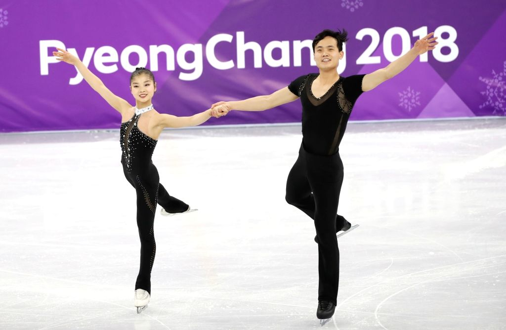 North Korea's Ryom Tae-ok (L) and Kim Ju-sik perform in the figure skating pairs free program at Gangneung Ice Arena in Gangneung, a sub-host city of the ongoing PyeongChang Winter ...