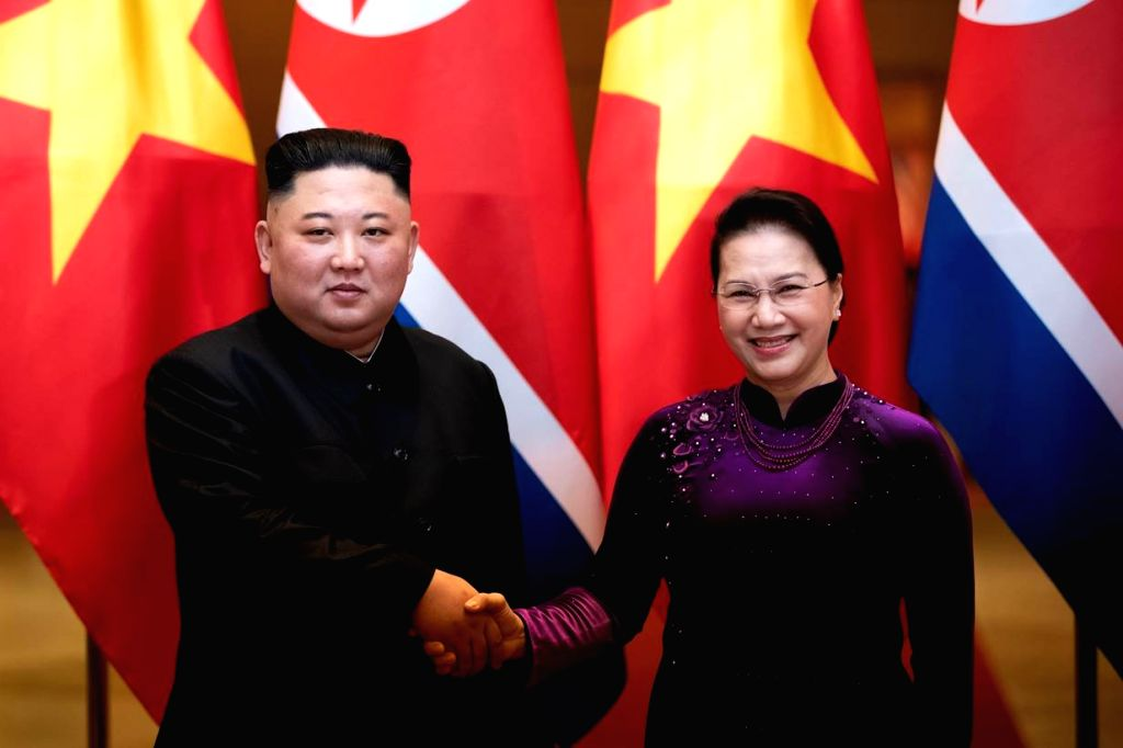 North Korean leader Kim Jong-un (L) poses for a photo with Vietnamese National Assembly Speaker Nguyen Thi Kim Ngan prior to their talks in Hanoi on March 1, 2019. - Nguyen Thi Kim Ngan