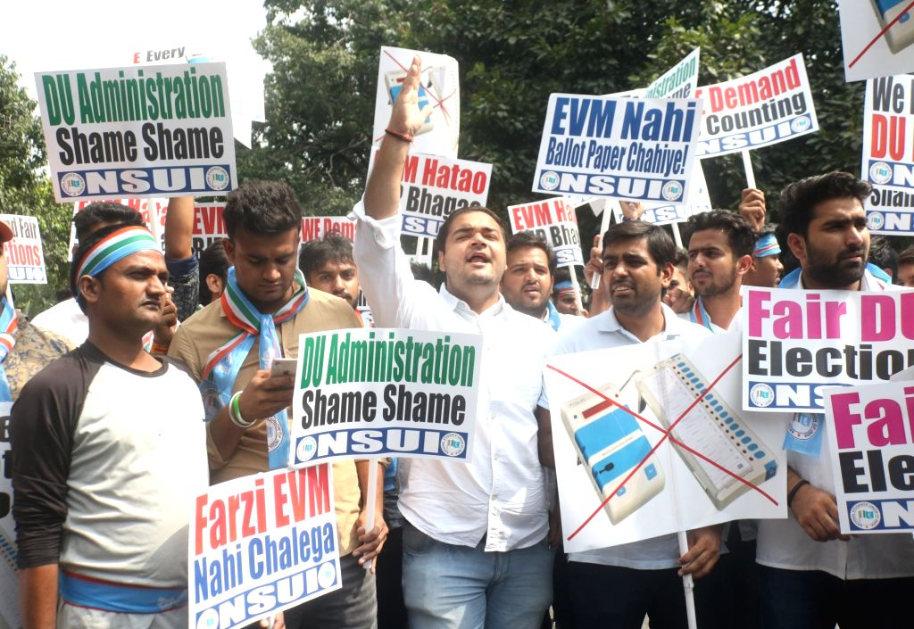 NSUI activists stage a demonstration outside Election Commission to protest against Electronic Voting Machine (EVMs) glitch in the recently concluded DUSU polls, in New Delhi on Sept 17, ...