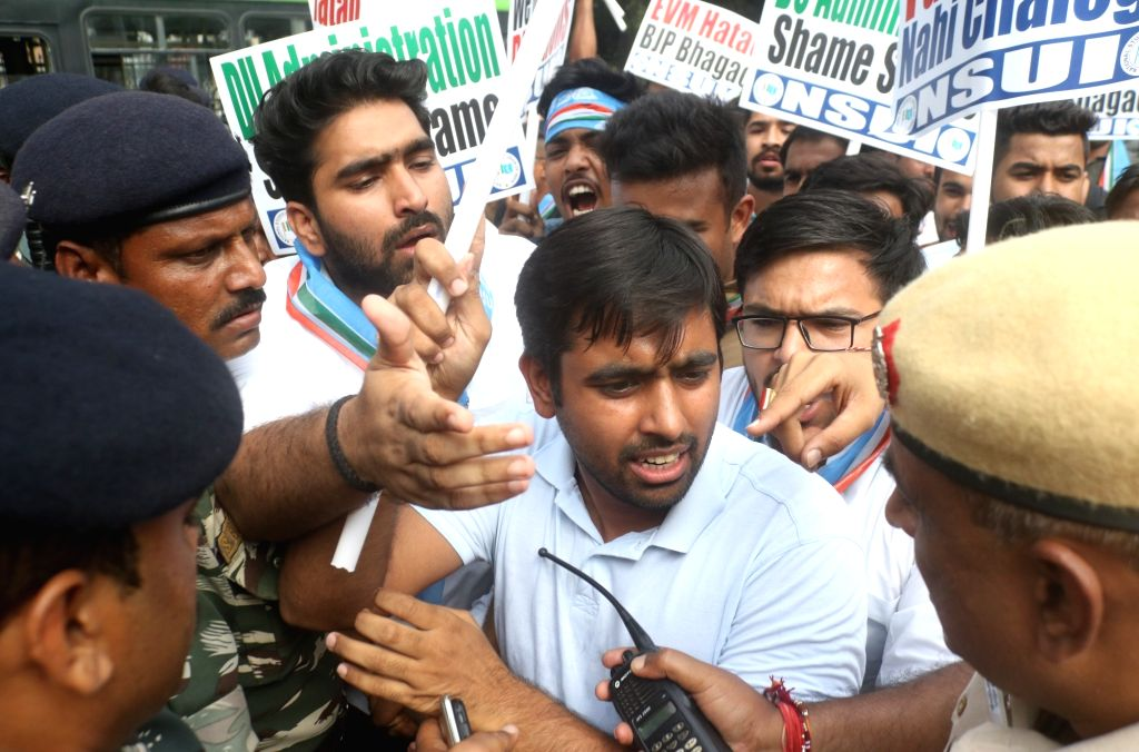 NSUI activists stage a demonstration outside Election Commission to protest against Electronic Voting Machine (EVMs) glitch in the recently concluded DUSU polls n New Delhi on Sept 17, ...