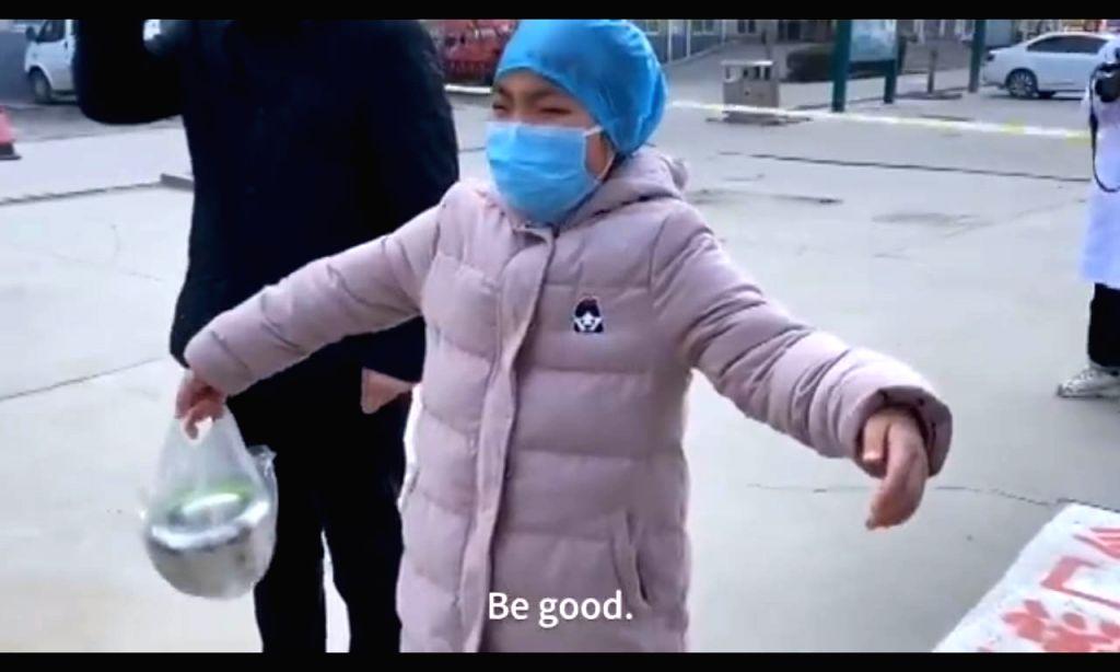 Nurse treating coronavirus patients mimed a hug to her daughter, Netizens reacts.