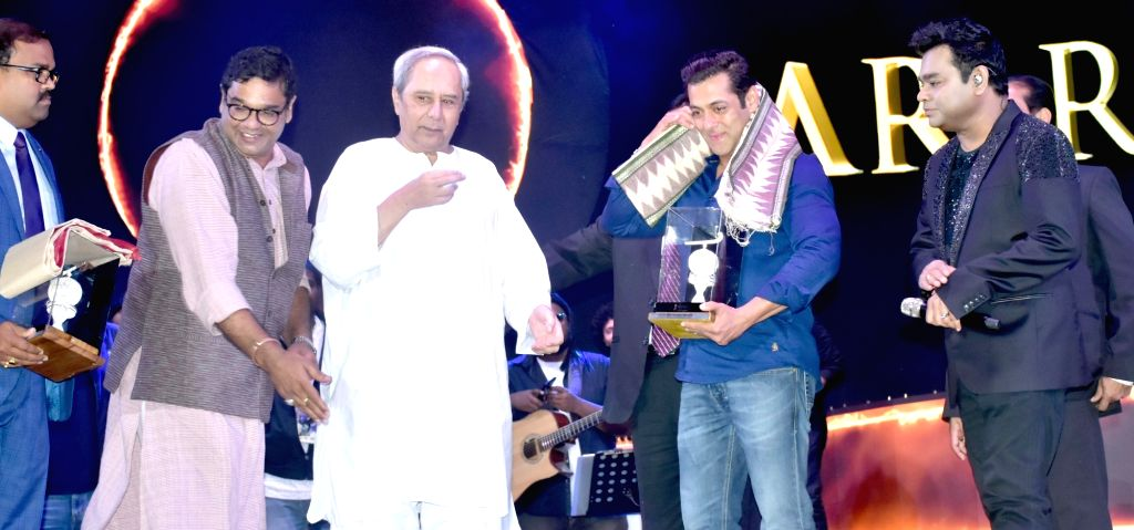 Odisha Chief Minister Naveen Patnaik, actor Salman Khan and Music maestro AR Rahman during the second phase of the Men's Hockey World Cup 2018 inaugural function at Barabati Stadium in ... - Naveen Patnaik and Salman Khan