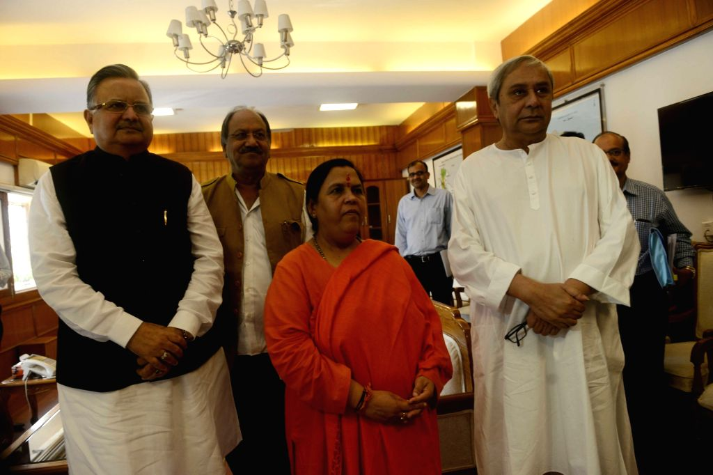Odisha Chief Ministers Naveen Patnaik and Chhattisgarh Chief Minister Dr. Raman Singh meets the Union Minister for Water Resources, River Development and Ganga Rejuvenation Uma Bharti ... - Chhattisgarh Chief Minister D, Naveen Patnaik and Raman Singh