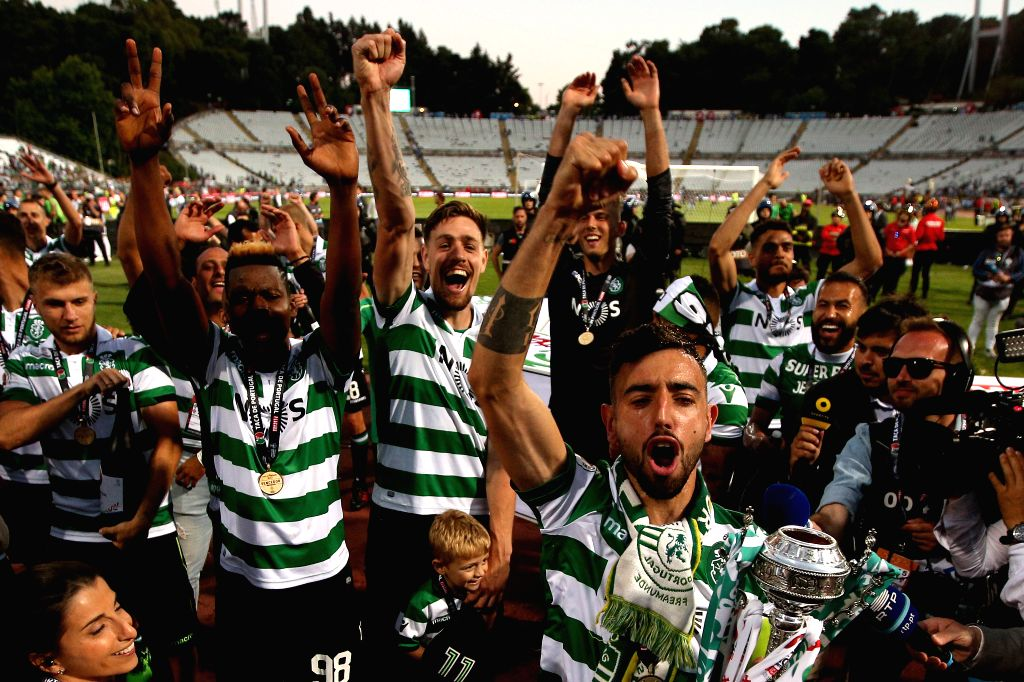 OEIRAS, May 26, 2019 - Sporting's players celebrate with their trophy after winning the Portugal Cup Final match between Sporting CP and FC Porto at Jamor stadium in Oreiras, Portugal, May 25, 2019. ...