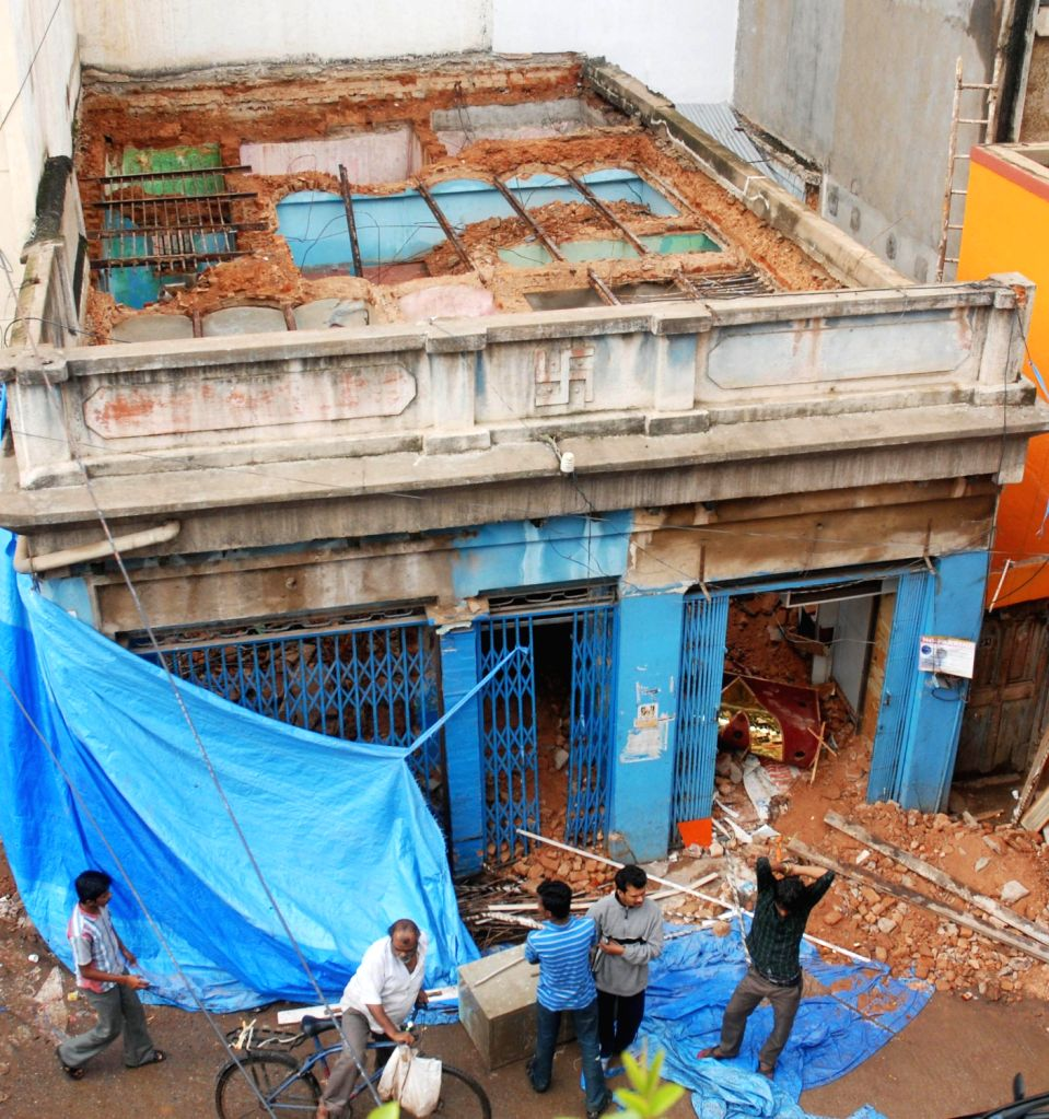 Old building which was collapsed early morning at RK Street in which one person died and 3 person were injured in Bengaluru on Saturday 17th August 2013. (Photo::: IANS)