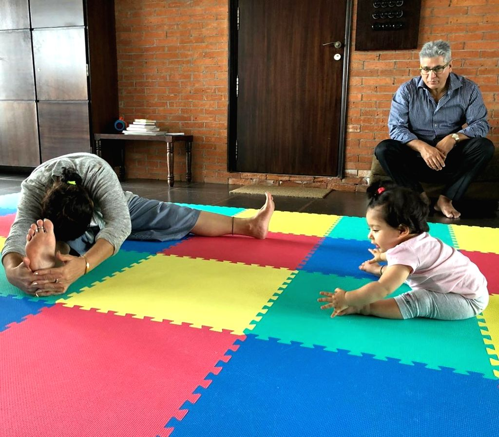 On International Yoga Day on Friday, actor Kunal Kemmu shared an adorable photograph of his daughter Inaaya Naumi Kemmu trying yoga under the guidance of her grandmother. Kunal on Friday shared a photograph on Instagram, where little Inaaya is seen t - Kunal Kemmu