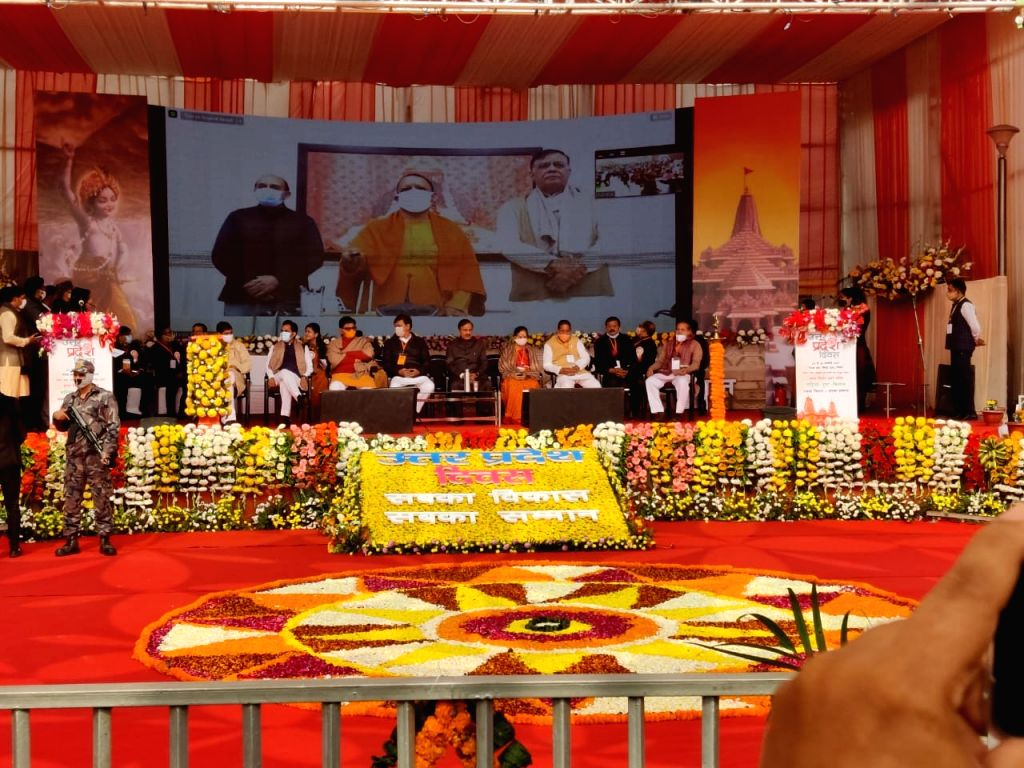 On the 71st Foundation Day of Uttar Pradesh, CM laid the foundation stone of projects worth about 706 crores in Noida.