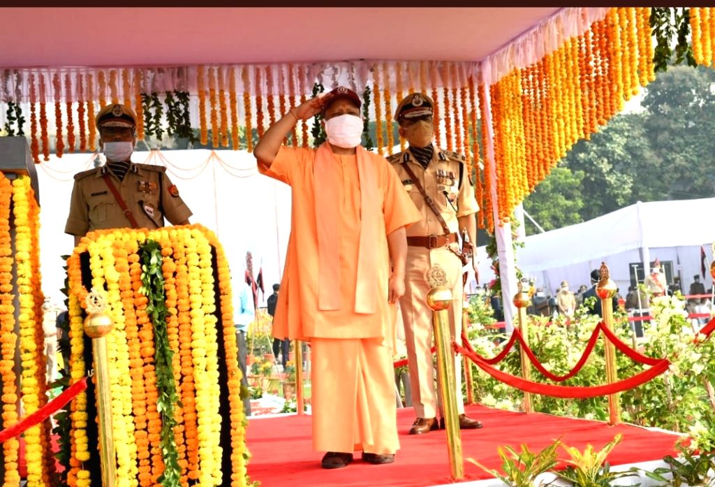 On the occasion of Police Memorial Day, UP CM honored the families of policemen who were martyred in the Bikeru incident.