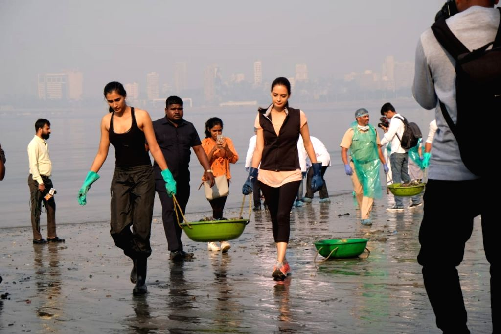 On the occasion of the 71st Republic Day on Sunday, several celebrities including Dia Mirza, Mrunal Thakur, Karan Wahi and Maniesh Paul came together to support film producer Pragya Kapoor's clean-up ... - Dia Mirza and Pragya Kapoor