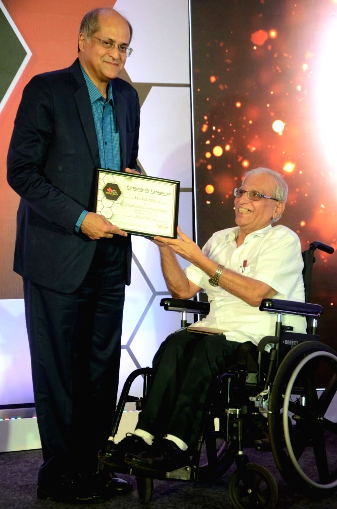 Oncologist Dr. Suresh Advani felicitates Neurosurgeon Dr. Alok Sharma during Times Health Excellence panel discussion in Mumbai, on May 31, 2019. - Suresh Advani and Alok Sharma