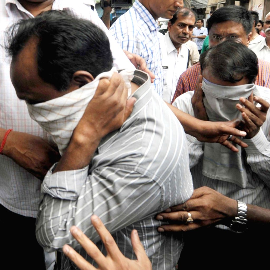 One of the accused in Vivekananda flyover collapse case being taken to be produced in a Kolkata court on April 5, 2016.