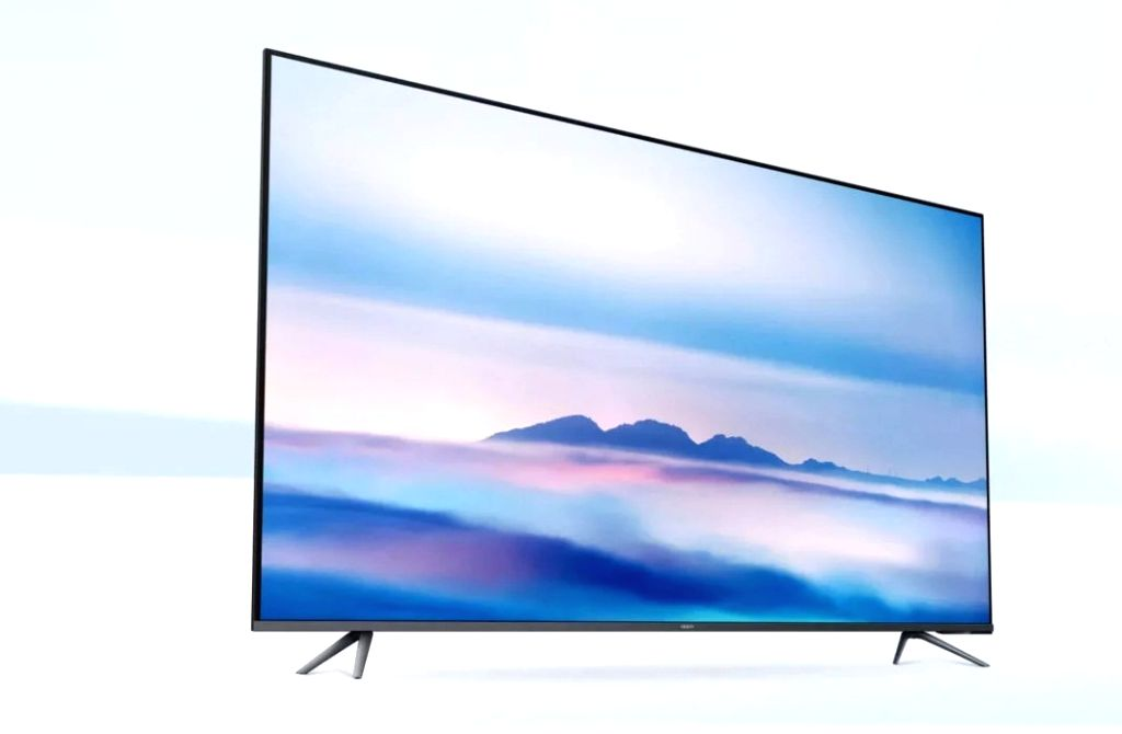 OPPO launches its first smart TV line up in China.