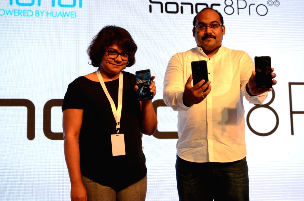 P Sanjeev, Vice President - Sales (Huawei & Honor Consumer Business)  and Shalini Puchalapalli, Director, Category Leadership, Amazon India launching the Honor 8 Pro in New Delhi.