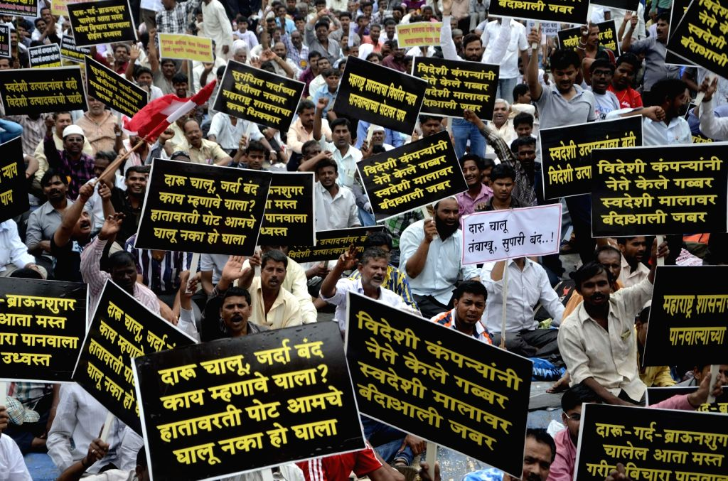 Paan shop owners protesting against government ban on the sale of scented and flavoured tobacco in Mumbai on August 16, 2013. (Photo::: Sandeep Mahankal/ IANS)