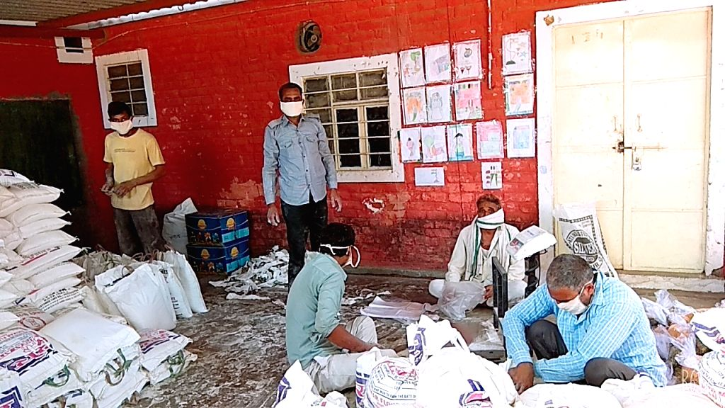 Packing center started at Sanganer Jail, in Jaipur district, Rajasthan. Ration packing started by 25 detainees to be distributed to the poor.