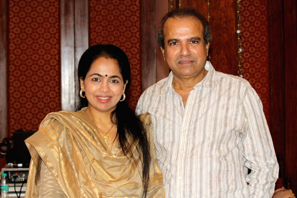 PadmaWadkar with Suresh Wadkar during a press conference to announce music festival to celebrate ghazal maestro Jagit Singh`s 75th Birth Anniversary in Mumbai on January 15, 2016.