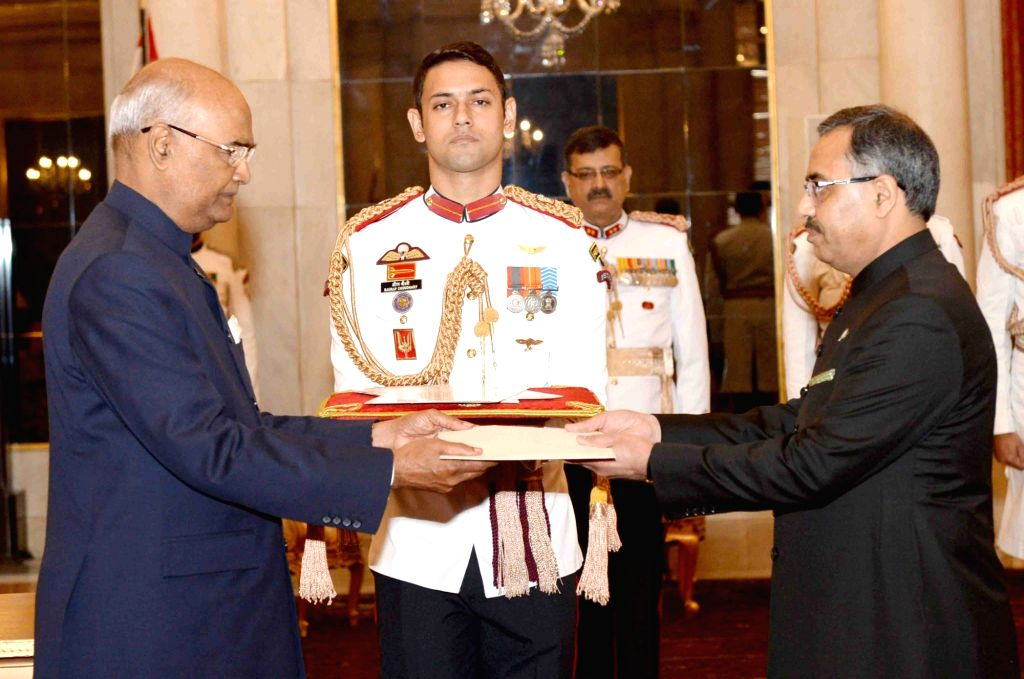 Pakistan High Commissioner-designate Sohail Mahmood presents his credentials to President Ram Nath Kovind at Rashtrapati Bhavan in New Delhi on Sept 19, 2017. - Nath Kovind