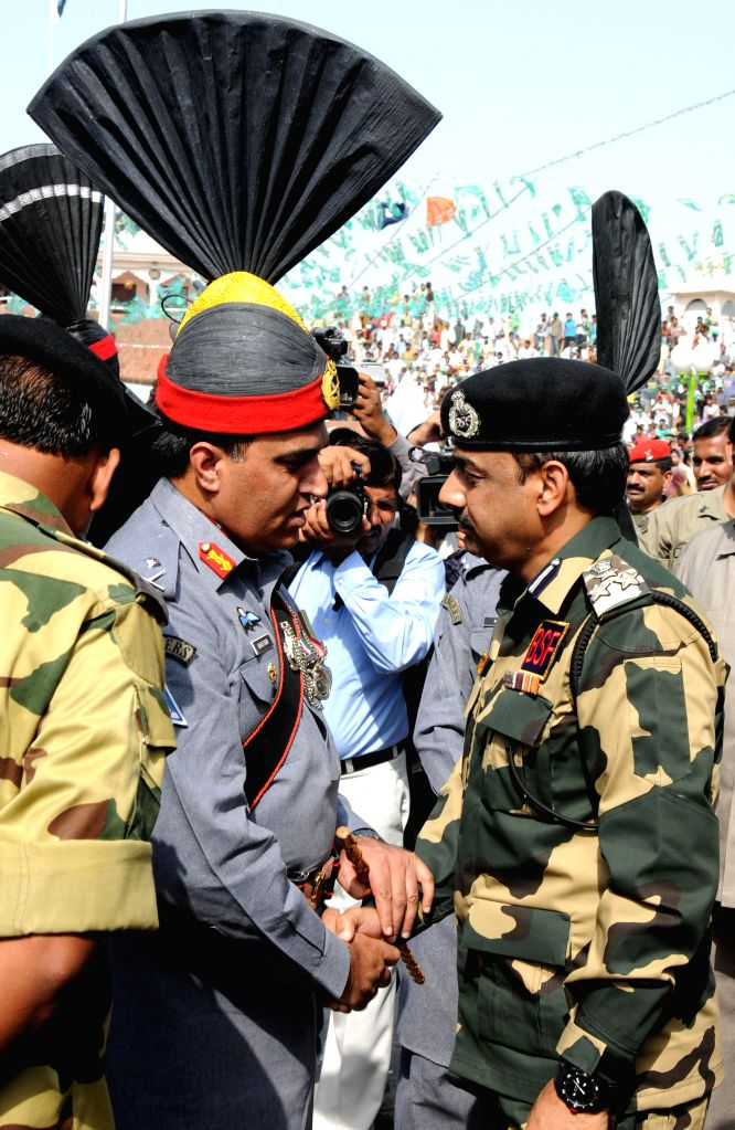 Pakistan Rangers Director General Major General Khan Tahir Javed Khan with Border Security Force (BSF) Deputy Inspector General (DIG), M F Farooqui on Pakistani Independence Day at Indo-Pakistan ...