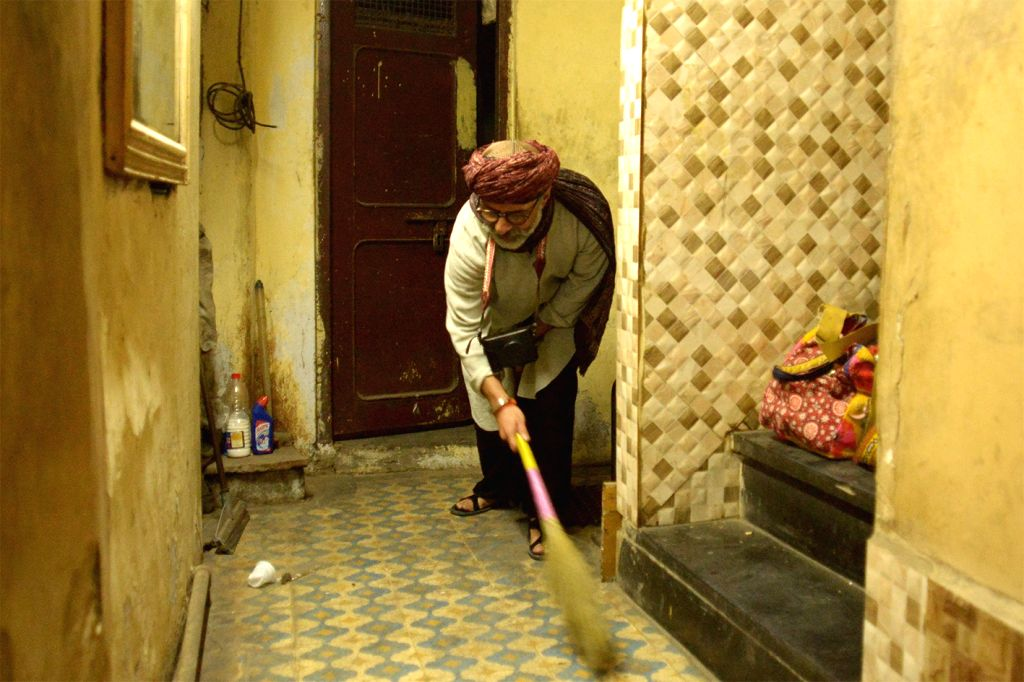 Pakistan's leading fashion designer Yousuf Bashir Qureshi cleans his mother's house in Ajmer, Rajasthan on Jan 14, 2016.