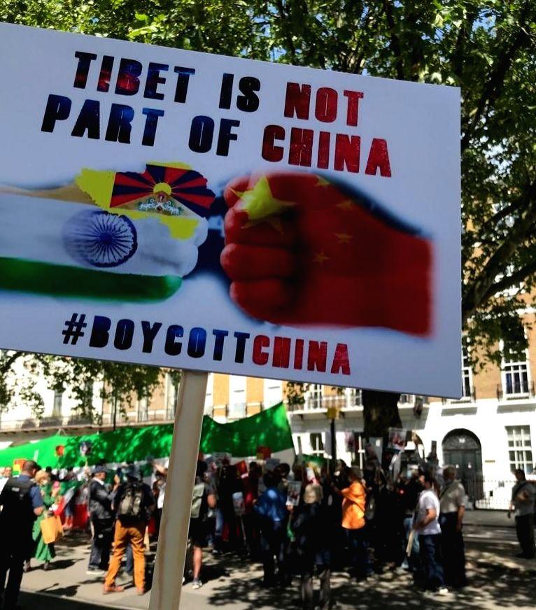 Pakistanis sing 'Vande Mataram' alongside Indians in London protest against China.
