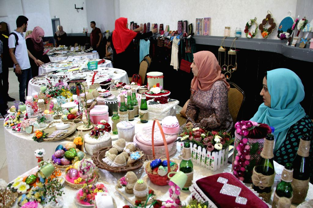 Palestinians participate in an exhibition of handicrafts and local products held to support young people in Gaza City, Aug. 11, 2020.