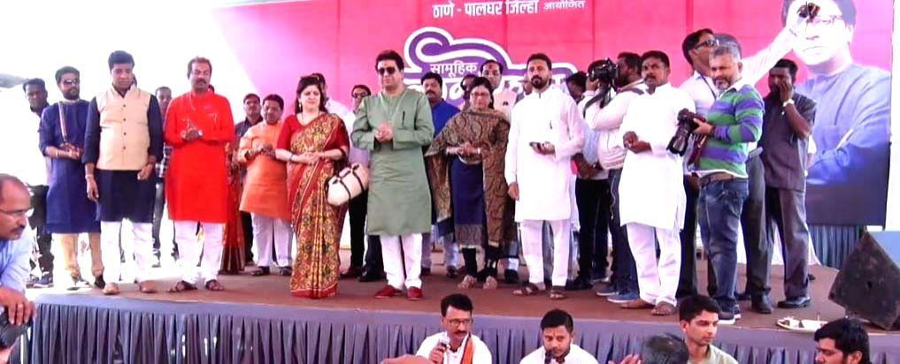 Palghar: MNS Chief Raj Thackeray along with his wife Sharmila Thackeray attends Maharashtra's biggest tribals mass marriage of 500 couples in Maharashtra's Palghar on Feb 9, 2019. (Photo: IANS)